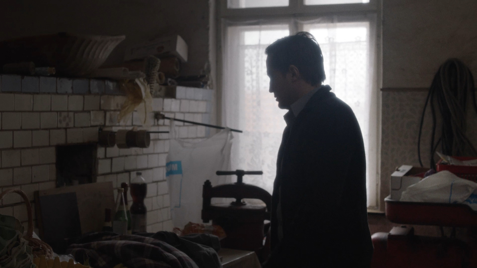 The Visit, Der Besuch, Short Fiction 5′, Cinematographer: Katharina Schelling, Director: Gian Suhner , Production: German Film and Television Academy, 1:1.85 2K Arri Amira + Zeiss Ultra Prime Lenses, www.katharinaschelling.com